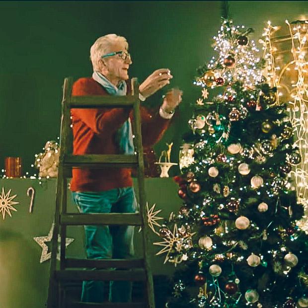 Simlinger-Peter-Actor-Music-Video-Christin-Stark-Merry-Xmas